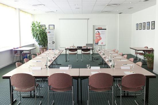 Ibis Ales Centre Ville : Salle de Réunion