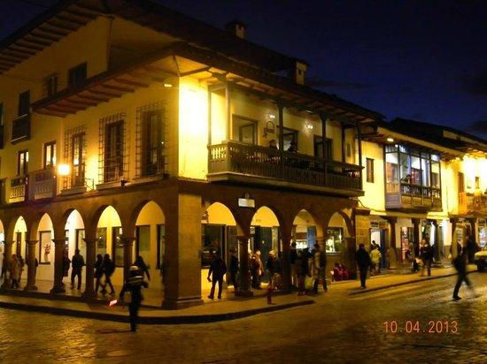 Plaza de Armas Cusco Hotel : Vista nocturna del HPDM
