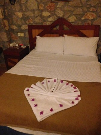 Symbola Oludeniz Beach Hotel: Sweet cleaner put flowers on our bed :)