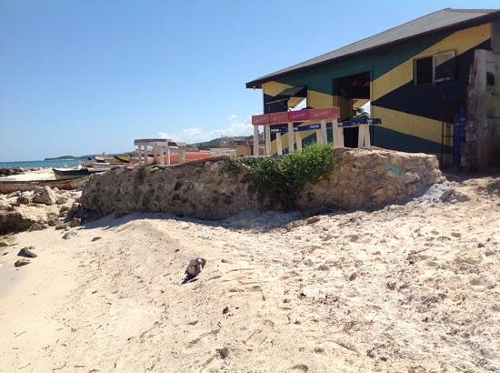 Silver Sands Vacation Villas : public beach bar beside silver sands