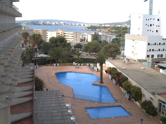 OLA Tomir: vue du balcon+ piscine de l'hotel