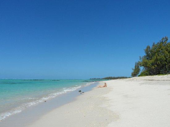Four Seasons Resort Mauritius at Anahita: Around the corner from the public beach at Ile de surf