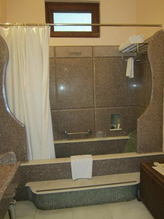Usha Kiran Palace: Bathroom