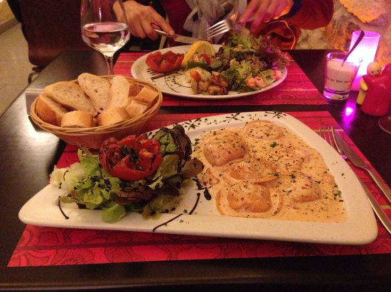 Jardin Des Arts : Special of the day: salmon and ricotta ravioli