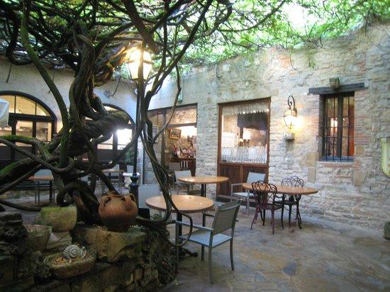 L'Hostellerie du Vieux Cordes Le Bistrot : La terrasse intérieure