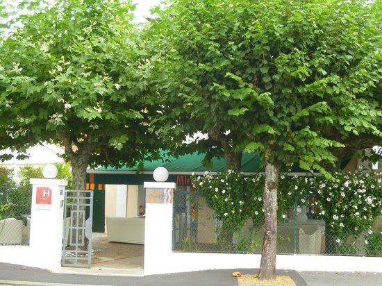 Mirano Hotel: From the street.