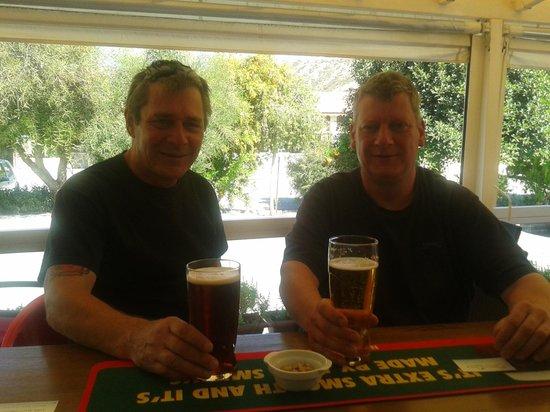Pissouri Bay Cafe Bar : enjoying a beer