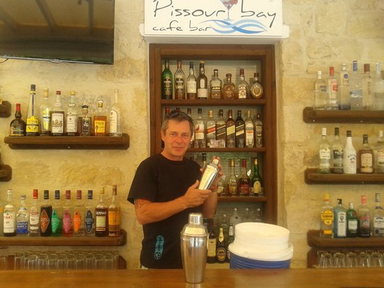 Pissouri Bay Cafe Bar : tony behind the bar