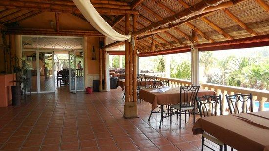 La Plantacion: Undercover eating area