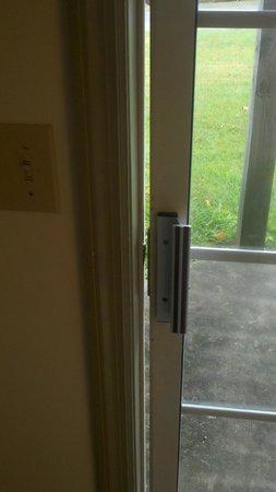 Pocono Mountain Villas: The sliding door wouldn't close.