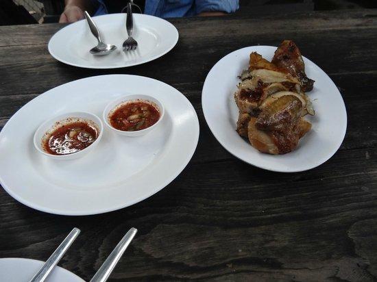 La-own Restaurant: poulet grillé et sauce pimentée