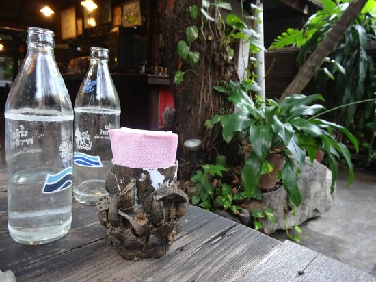 La-own Restaurant: Table