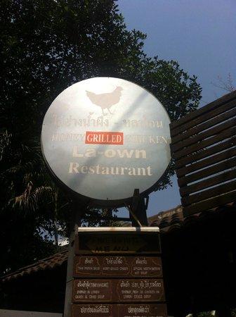 La-own Restaurant: Enseigne