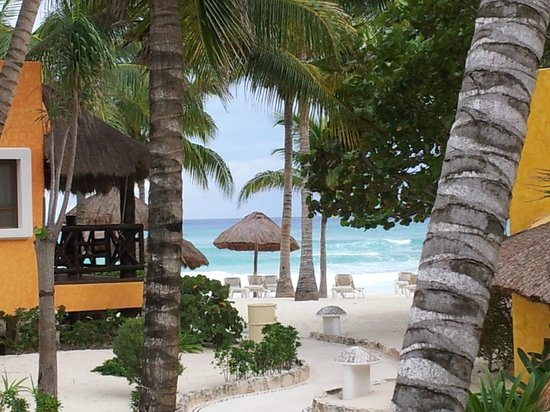 Mahekal Beach Resort: Aussicht von der Terrasse