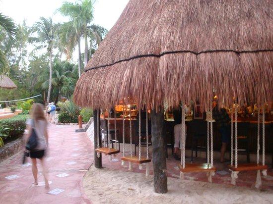 Mahekal Beach Resort: Poolbar