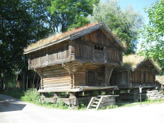 Musée folklorique norvégien : Избушка на курьих ножках