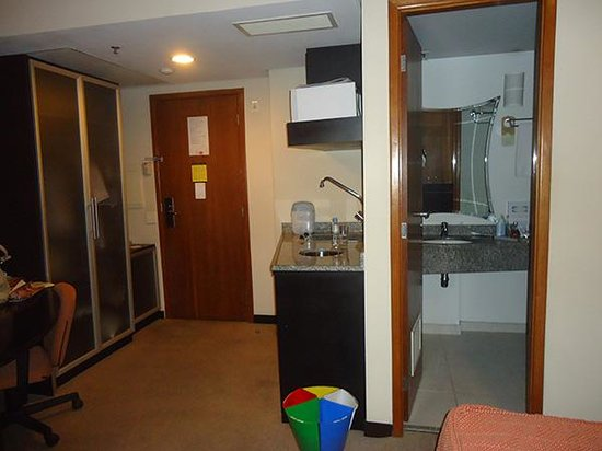 Hotel Mercure Sao Paulo Central Towers: Outro ângulo do quarto 207