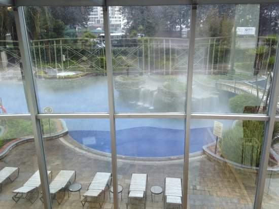 JW Marriott Hotel Quito: The pool area was pretty even in the rain