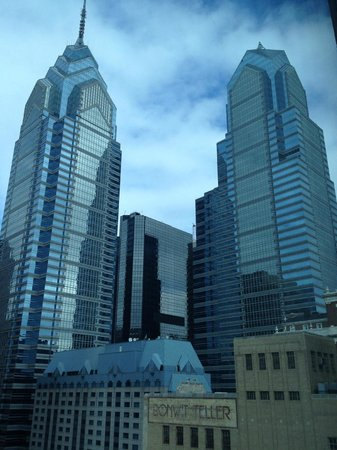 Sofitel Philadelphia Hotel: Nice view looking up...