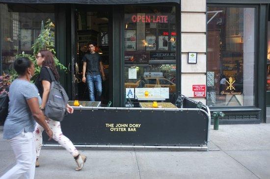 The John Dory Oyster Bar: 1196 Broadway