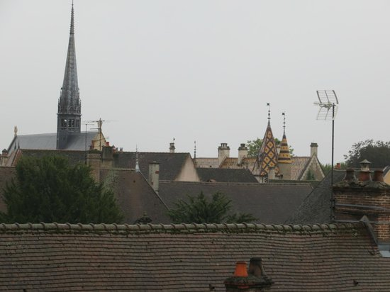 Abbaye de Maizières : Hotel Dieu and Beaune from my room