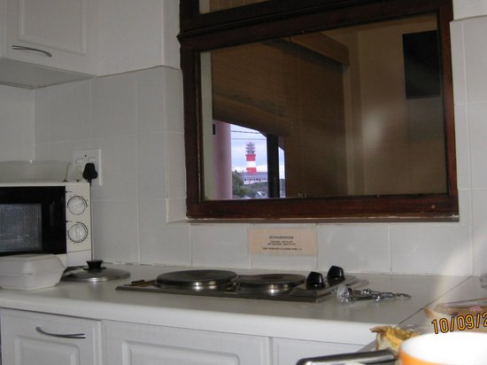 South Point Self Catering and B&B: Lighthouse seen from the kitchen