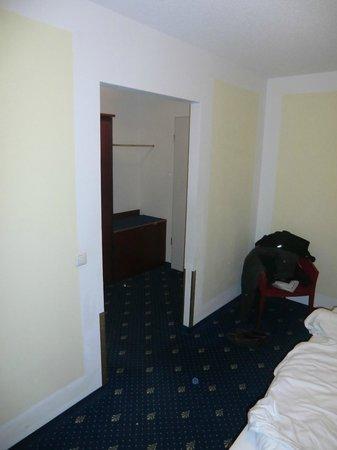 Airport Regentpark Hotel: Blick vom Schlafzimmer zum Eingangsbereich