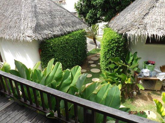 Lazy Day's Samui Beach Resort: gardenview Richtung Service-Bereich