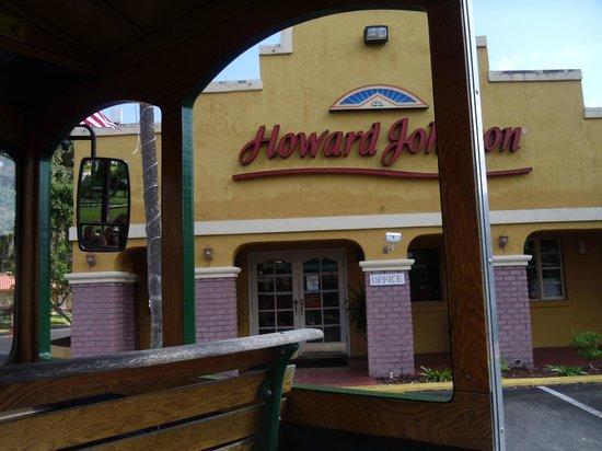 Howard Johnson Inn - Historic ST. Augustine FL: Picture Taken Fron The Trolley