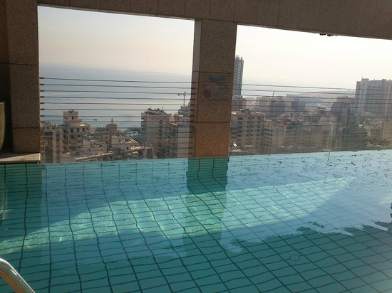 Gefinor Rotana Hotel: View from the pool