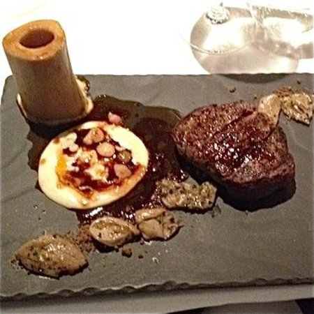 Otto Ristorante: The bone is removed after the bone mallow is released