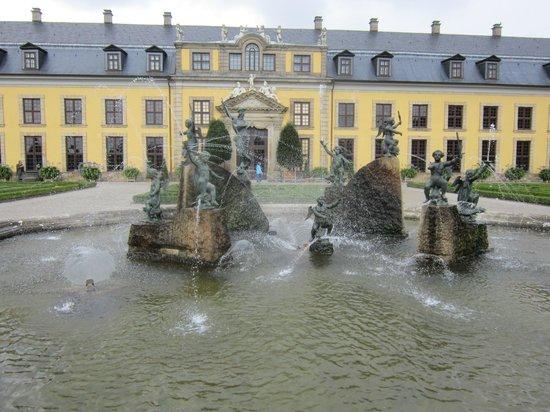 Herrenhäuser Gärten: ......это перед резиденцией