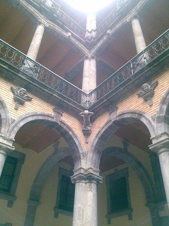 Museo Regional de Guadalajara : esta lleno de Querubines y Atlas..