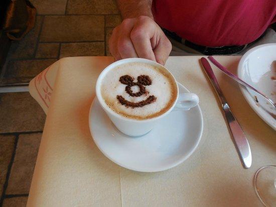 Hotel Belvedere: Sergio's brilliant cappuccino creation!