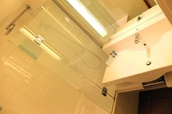 Novotel Glasgow Centre: Shower Room