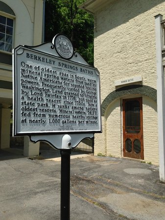 Berkeley Springs, Virginia Occidental: George Washington enjoyed the hot springs, but Native Americans discovered it
