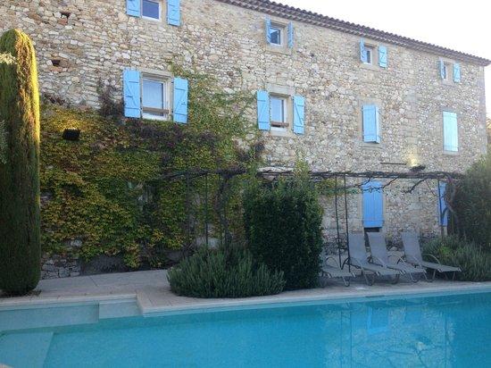 Les Mejeonnes : Interno vista piscina