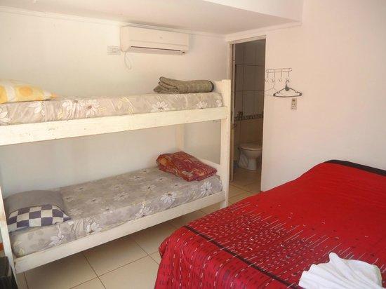 Hostel Sweet Hostel: habitación cuadruple con baño privado, aa y tv