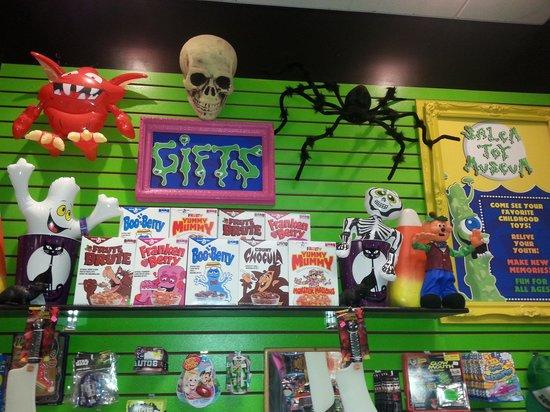 Salem Toy Museum: Toy shop.