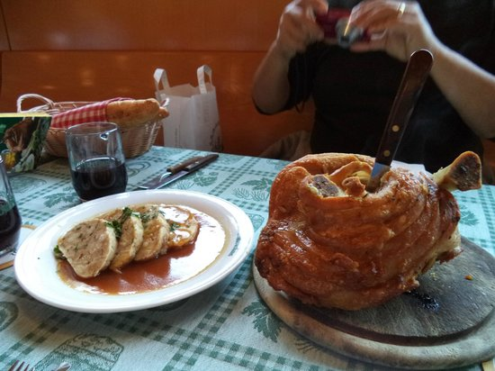 Schweizerhaus: Pork knuckle for three and dumplings