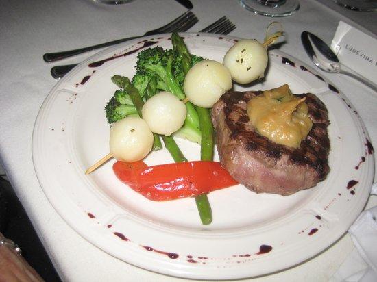Sixteen Front : beef tenderloin meal served at wedding