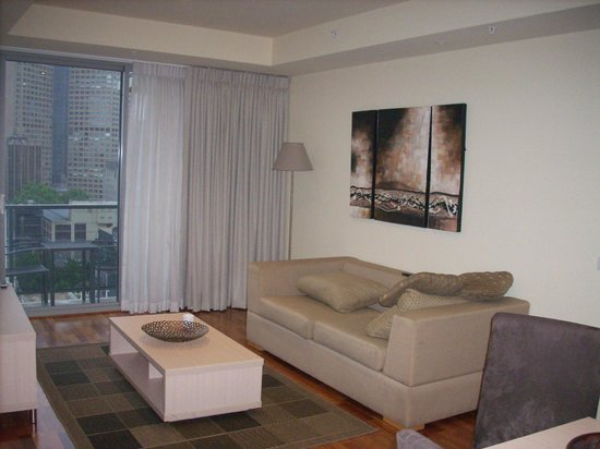 Oaks on Lonsdale: Living room area in the Oaks suite