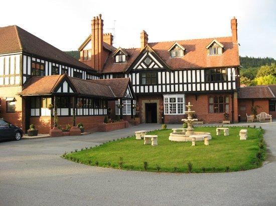 Bryn Howel Hotel: Lovely setting