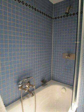 Hotel Im Wasserturm : douche vieillotte pas digne d'un 5 *