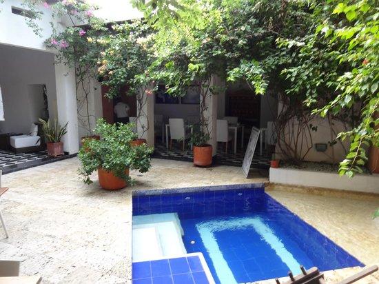 La Casa del Farol Hotel Boutique : Dining and garden area