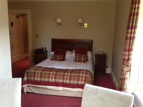 Loch Ness Country House Hotel at Dunain Park: Bed