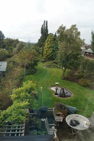 Meadowcroft Bed and Breakfast: View of the back garden