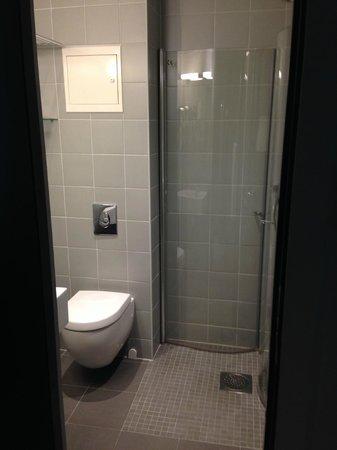 Saga Hotel Oslo: Bathroom