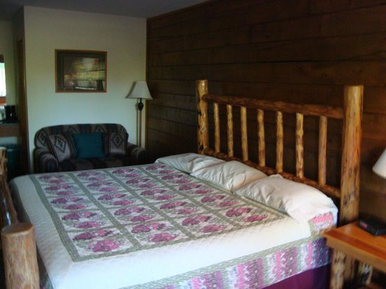Tenkiller Lodge: comfy king sized bed