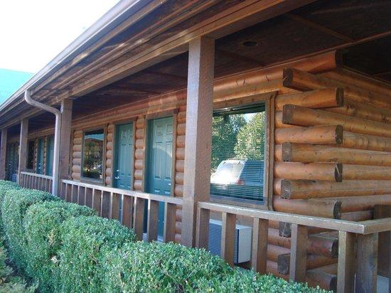 Tenkiller Lodge : rustic